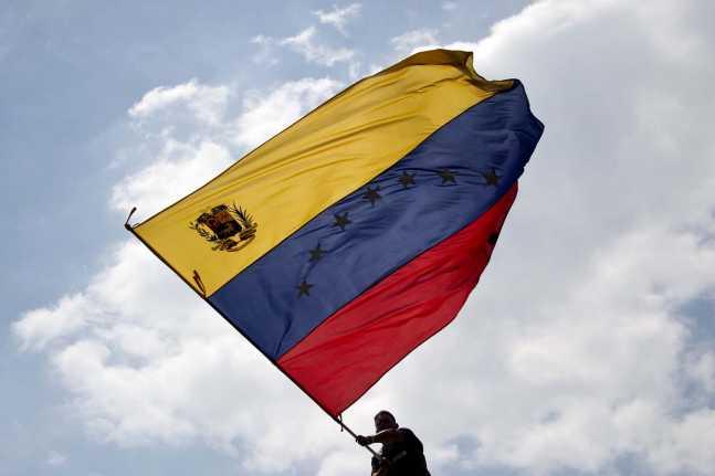 VenezuelanFlag-647x431